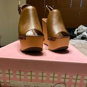 NIB High Wedge Peep Toe Platform Sandals
